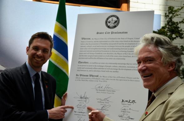 La firma dell'accordo di amicizia al municipio di Portland - Foto by Virginia Carolfi